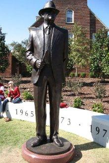 La sua statua a Tuscaloosa